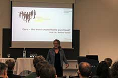 Sabine Sulzer Worlitschek, Studiengangleiterin Energy and Environmental Systems Engineering, eröffnet die «Energy and Environmental Debate».
