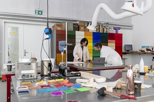 Pigments, binding agents and image carriers - in the Studio for Colours of the Lucerne School of Art and Design, colour can be perceived with all senses.