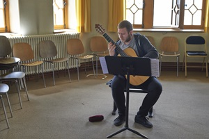 Guitar student while excercising at the Institute of Classical and Church Music.