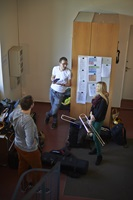 Students talking in the hallway of the former stable at the Institute of Classical and Church Music.