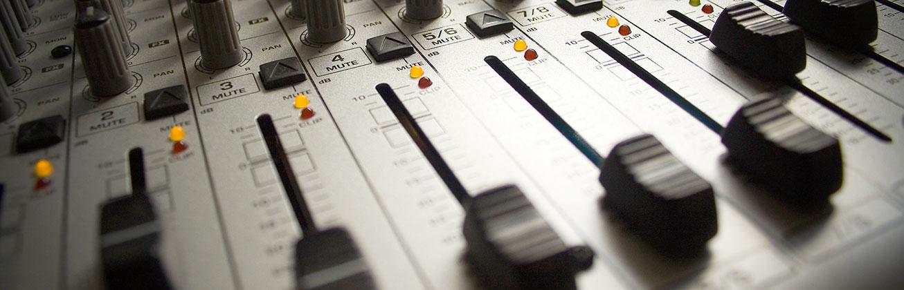 Audio Video. Ein Mischpult.