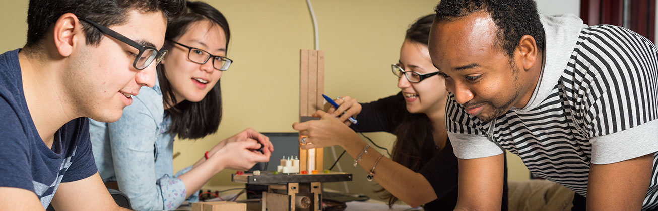 Students from all over the world studying Energy Systems Engineering, work together in the lab.