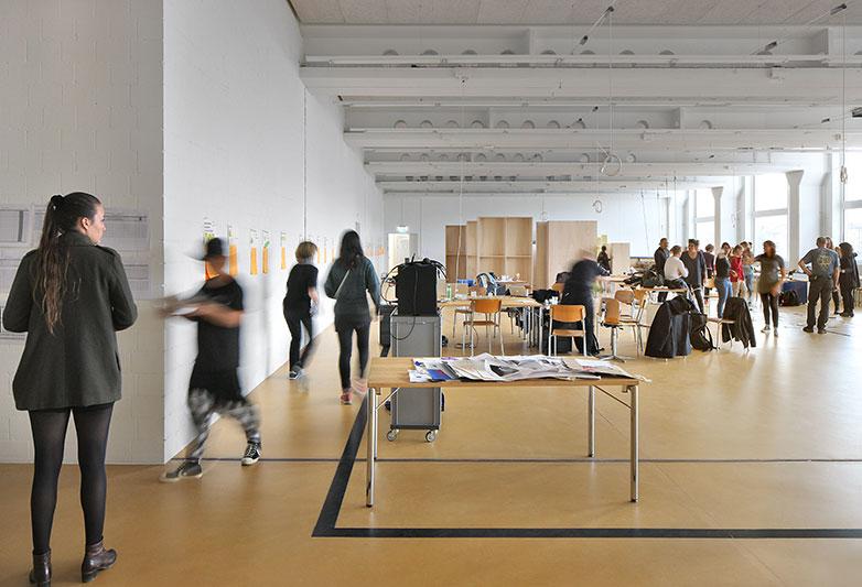 ... zum vielseitigen Departement Design & Kunst der Hochschule Luzern in der Viscosistadt in Emmenbrücke. Bild: Filip Dujardin